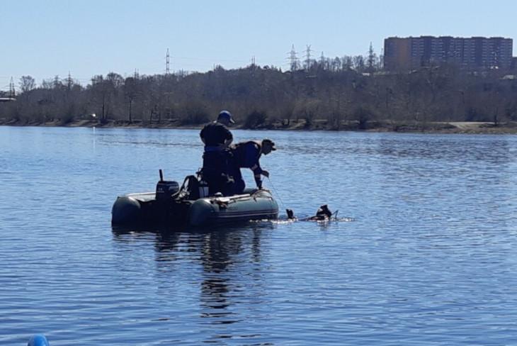 Водолазы нашли тело шестого пассажира перевернувшейся лодки на Ангаре
