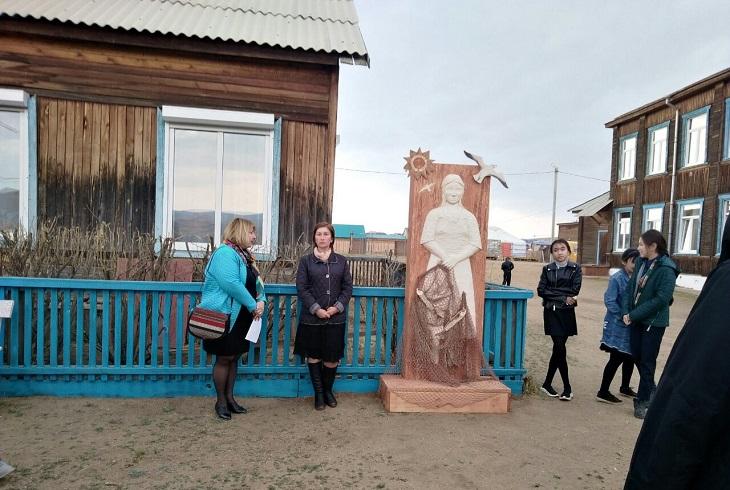 В Хужире открыли памятник женщинам-рыбачкам, трудящимся в тылу в Великую Отечественную войну