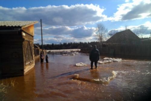 В Катангском районе спасатели ликвидируют ледовый затор на реке Нижняя Тунгуска