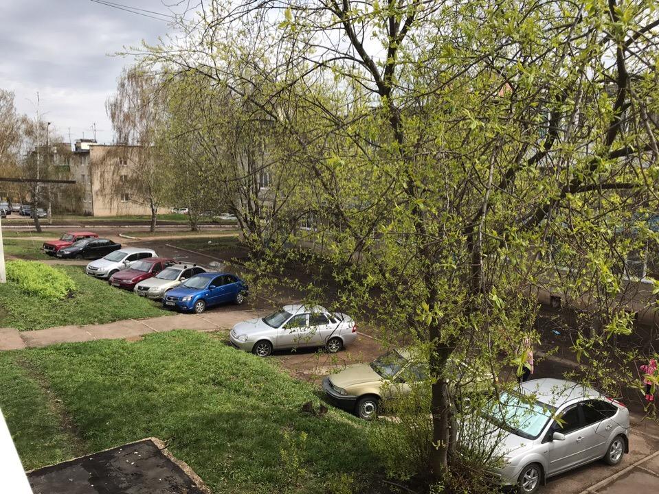 Жители Уфимского района возмущены отсутствием парковочных мест в жилых дворах