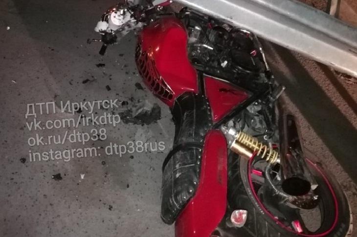 Полицейские Иркутска устанавливают личность погибшего мотоциклиста