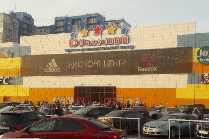 Посетителей нескольких торговых центров Иркутска эвакуировали из-за сообщений о минировании
