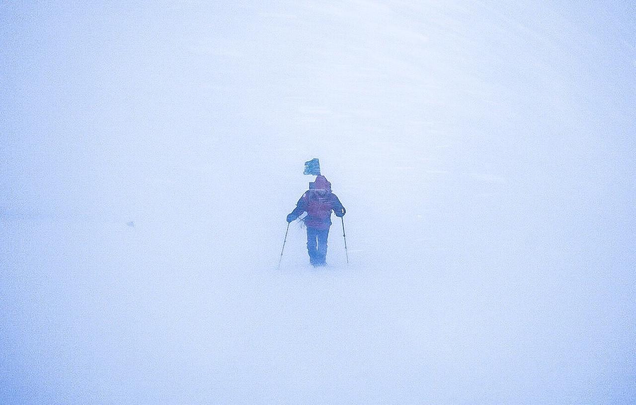 «Почти вся группа высотных судей получила обморожения» – Фотограф рассказал о подъеме на Эльбрус во время фестиваля RedFox Elbrus