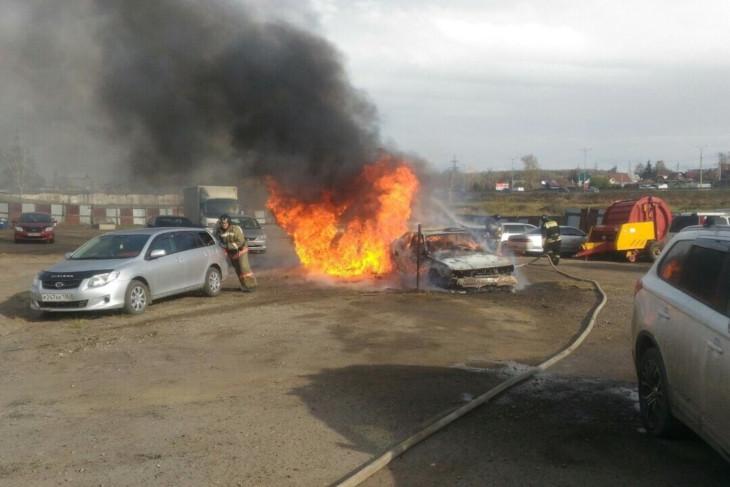 Пять автомобилей горели в Иркутске 9 мая
