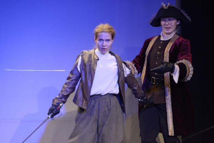 Студентка Иркутского театрального училища победила на фестивале сценического фехтования
