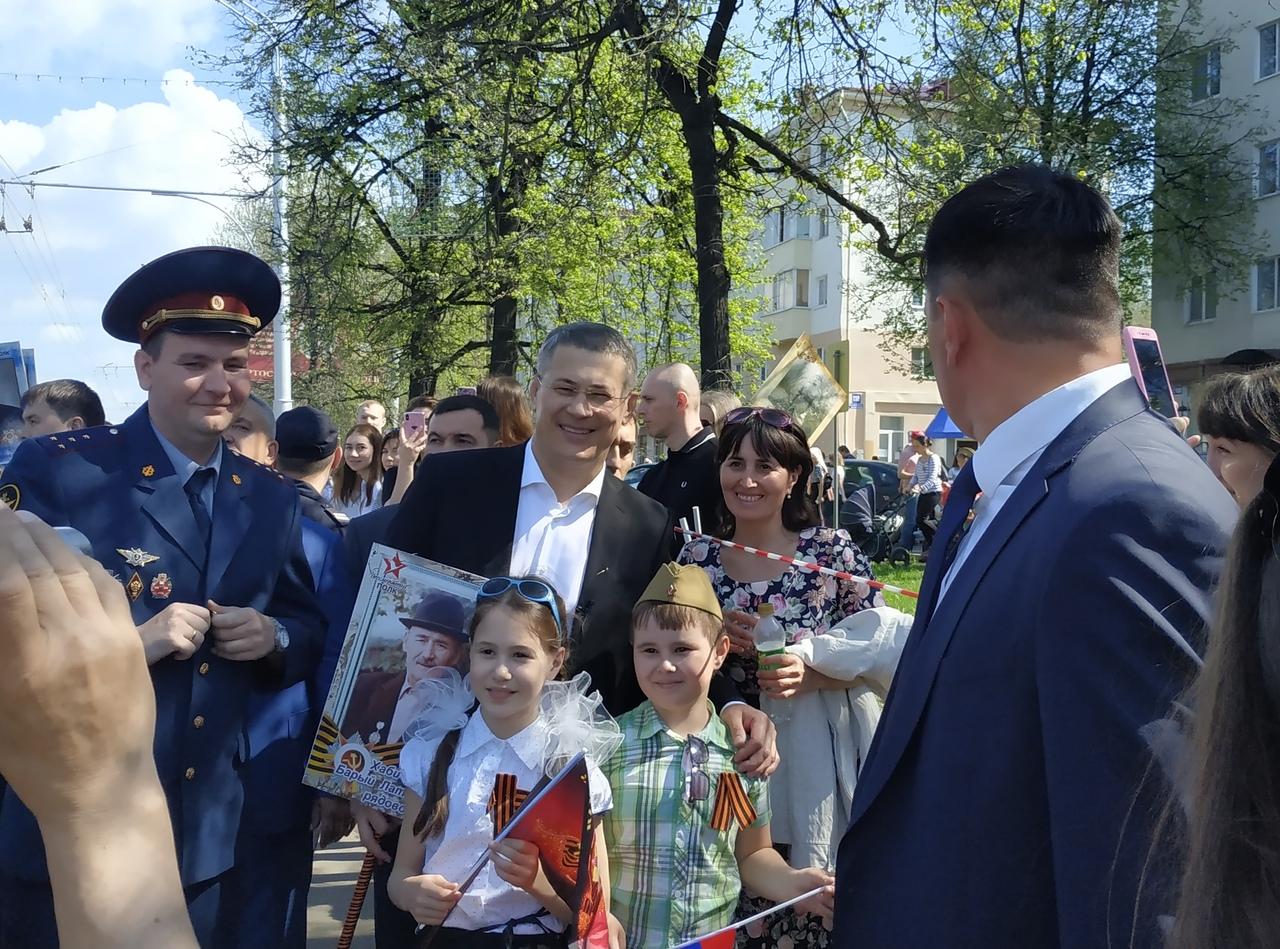 Радий Хабиров прошел в «Бессмертном полку» с портретом своего деда