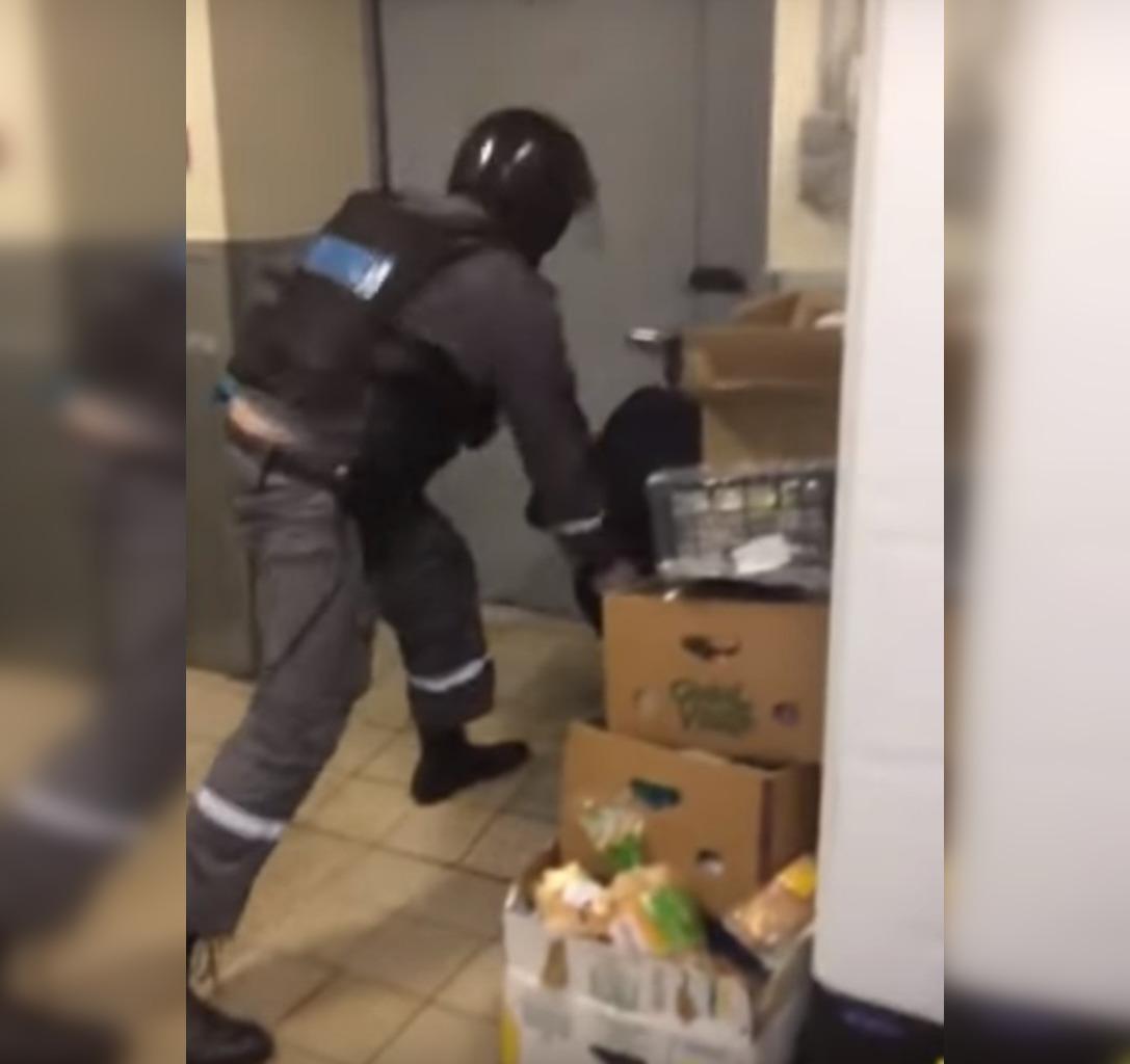 В Уфе в продуктовом магазине избили буйного покупателя
