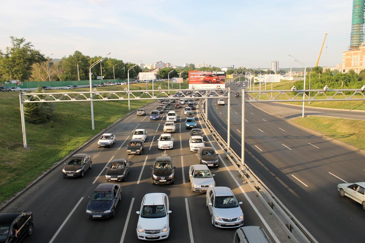 Водители сообщают об огромной пробке в северной части Уфы