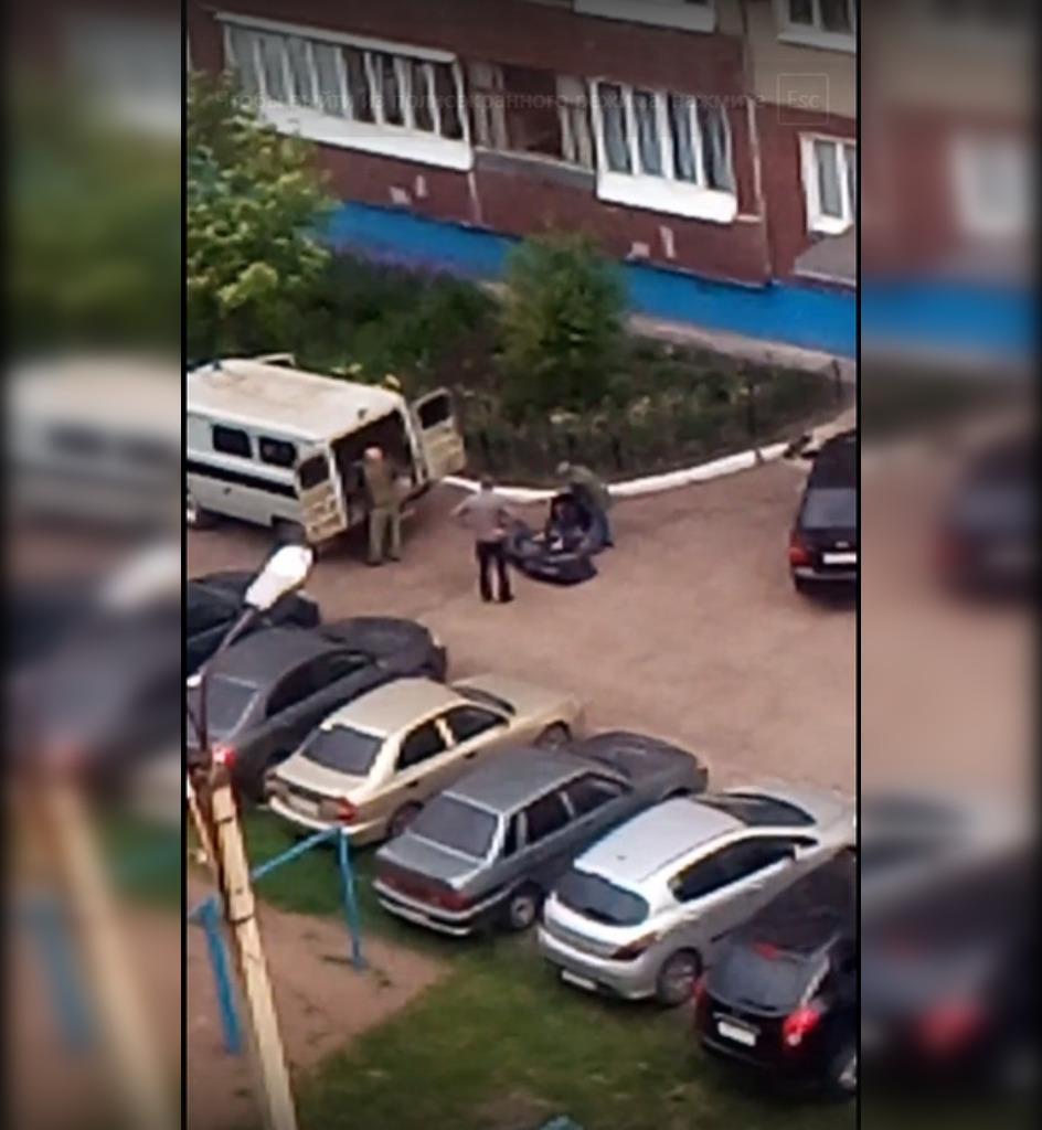 «Собирали по кускам»: В Башкирии с балкона многоэтажного дома упал человек