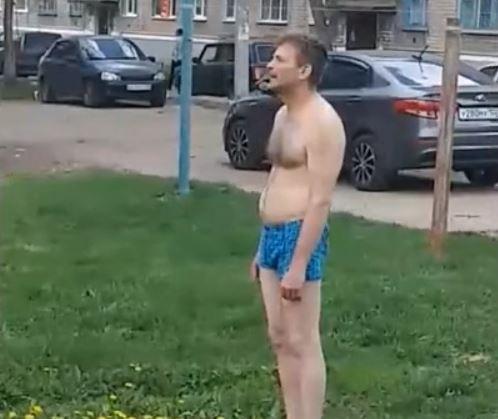 В Башкирии мужчина в трусах пугал прохожих
