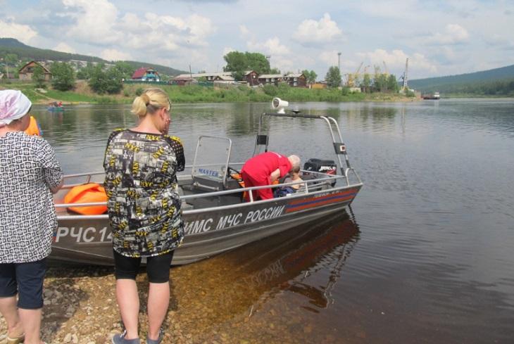 Сотрудники ГИМС спасли тонущего мальчика на реке Лена