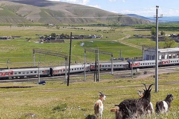 Чытыре вагона пассажирского поезда сошли с рельсов в Забайкальском крае
