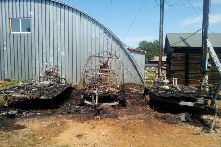 Три аэролодки сгорели в Тайшете из-за короткого замыкания