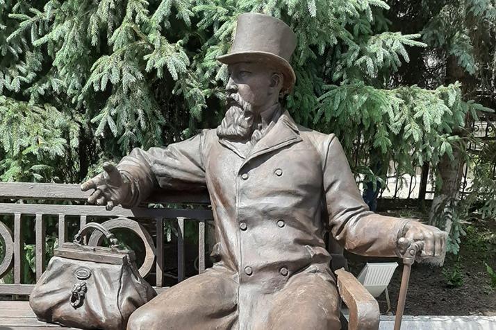 В Иркутске открыли памятник купцу Михаилу Бутину
