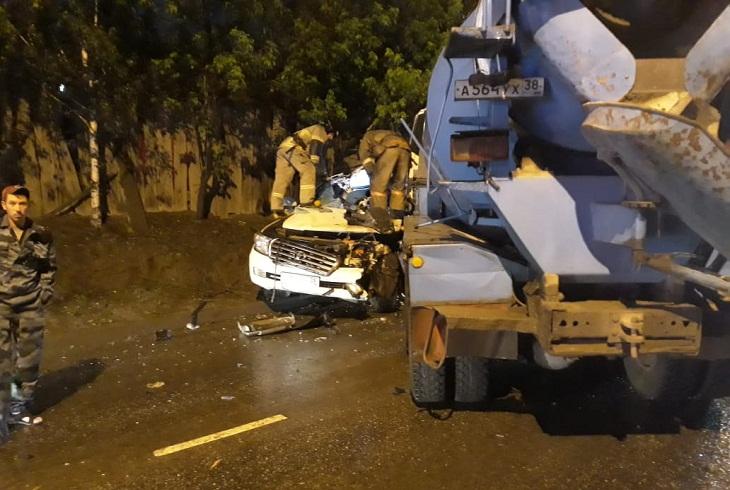 Пьяный водитель бетономешалки врезался в Toyota Land Cruiser на Костычева
