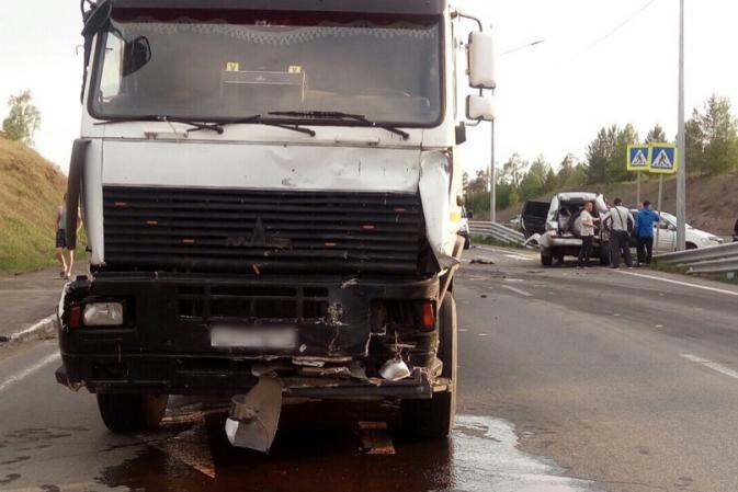 Двое детей пострадали при столкновении «МАЗа» с тремя иномарками в Братском районе