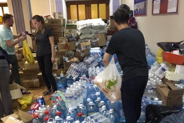 По две тонны продуктов и воды доставили для пострадавших от наводнения в Тулуне