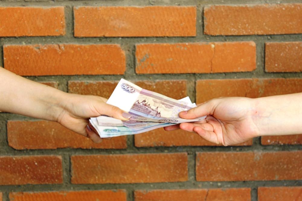 В Уфе двое полицейских попались на получении взятки от владельца магазина мобильных телефонов