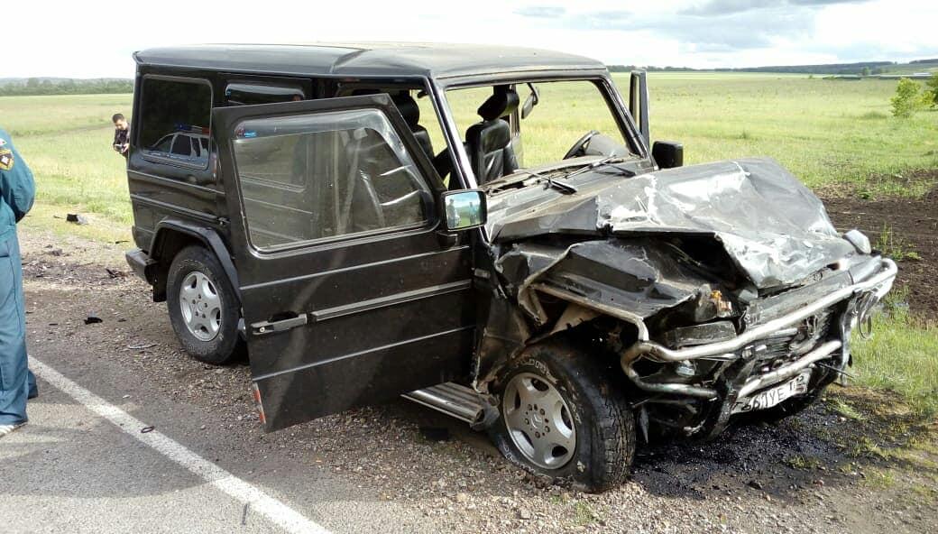 В Башкирии водитель и пассажир «десятки» погибли при столкновении с Gelandewagen