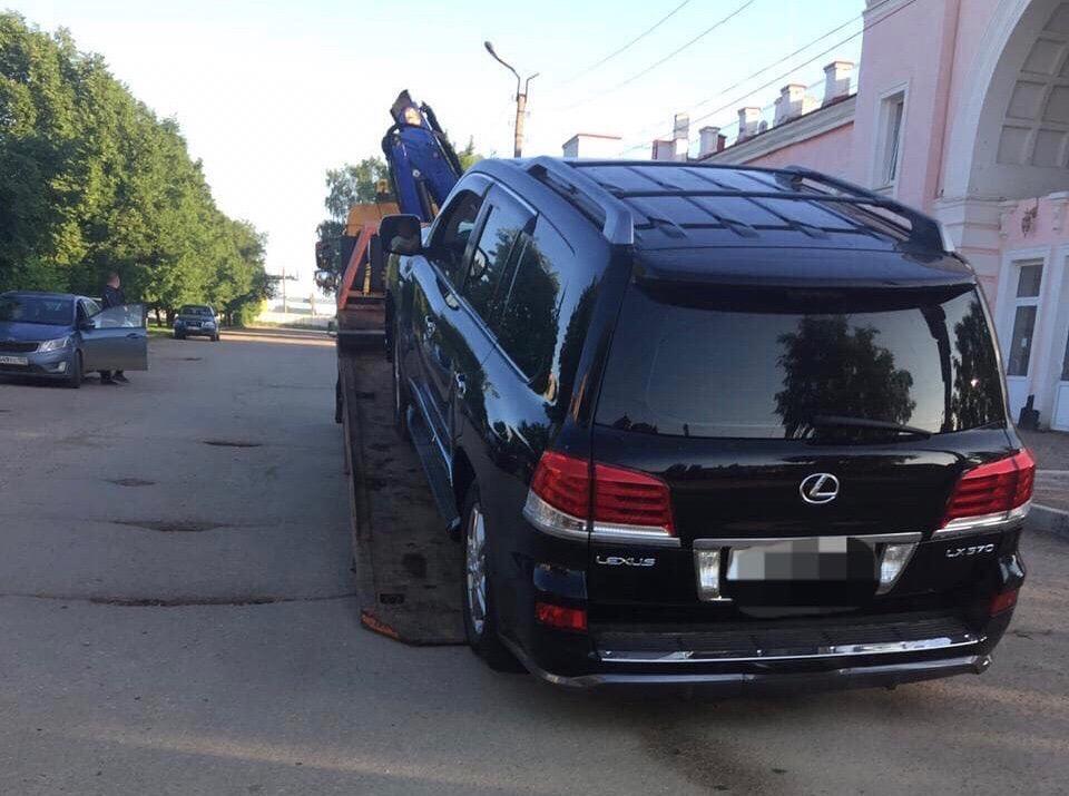 В Башкирии эвакуировали Lexus, владелец которого сел за руль пьяным