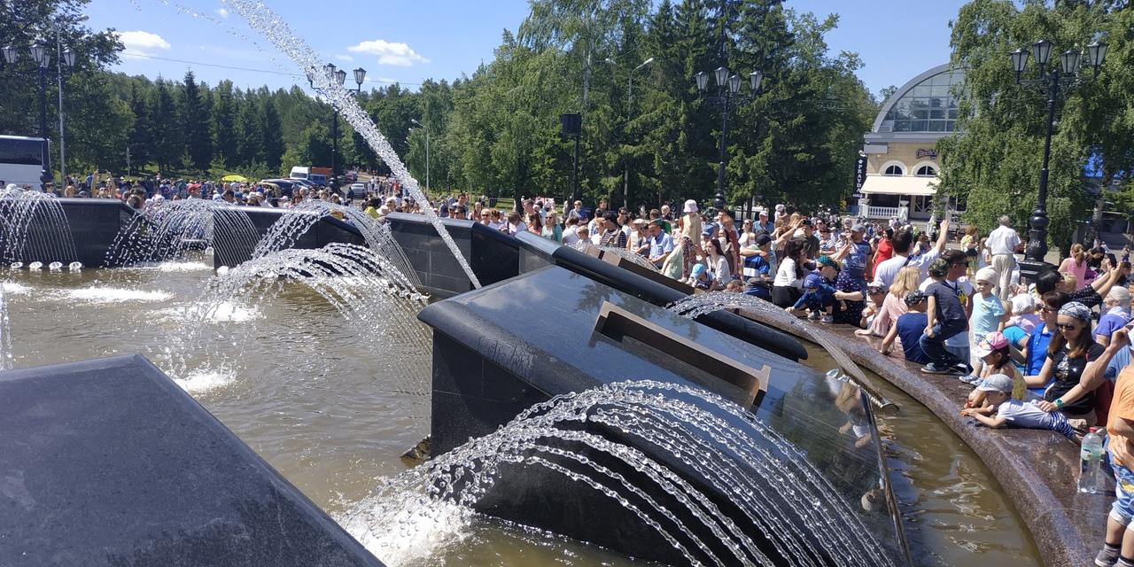 В Уфе открыли долгожданный фонтан-часы