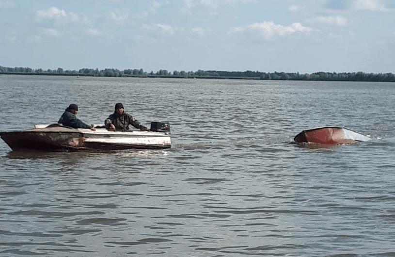В Башкирии после ЧП на лодке пропал рыбак