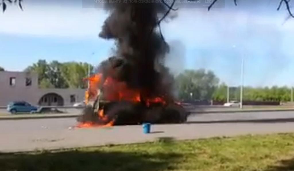 Видео: В Уфе загорелся автомобиль
