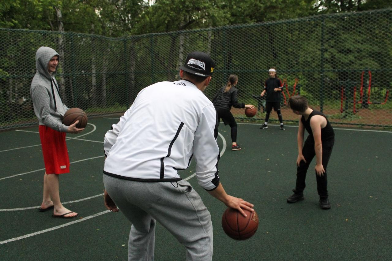 Тренировка с чемпионом: В Уфе баскетболист Вадим Абдеев бесплатно тренирует детей
