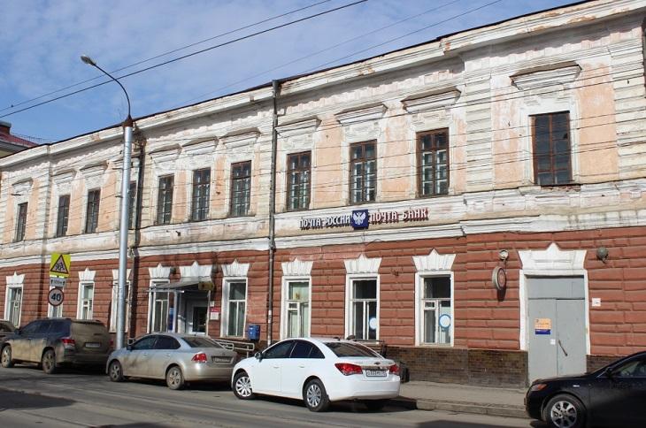 Служба по охране культурного наследия обратилась в суд из-за замены дверей в отделении на Степана Разина