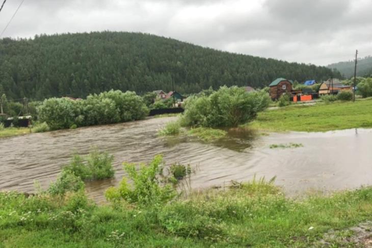 Жителей Большого Луга в Шелеховском районе предупредили о возможной эвакуации