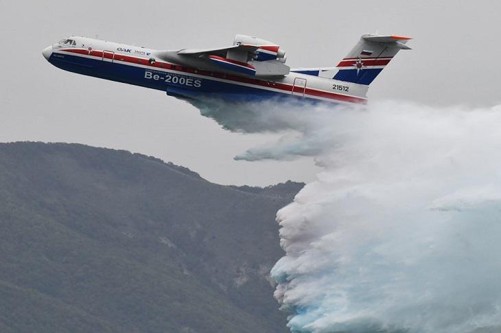 В Иркутскую область направили Бе-200 МЧС для тушения пожаров