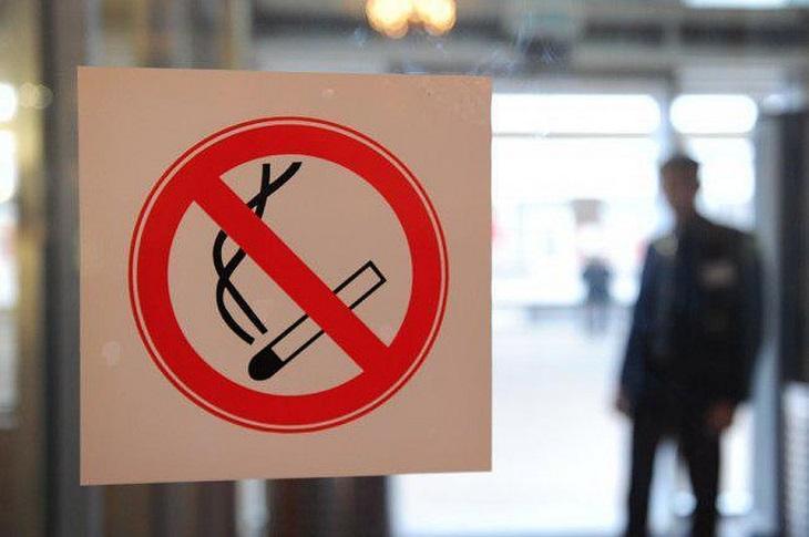 Госдума одобрила проект закона о возвращении курилок в аэропорты
