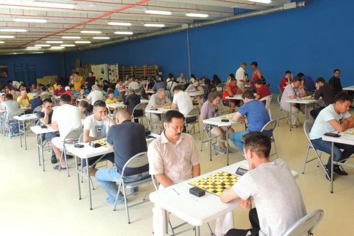 Иркутские спортсмены заняли призовые места на турнире по русским шашкам