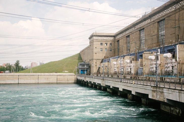 Иркутская ГЭС еще уменьшит сброс воды из-за угрозы подтопления населенных пунктов на Иркуте и Олхе