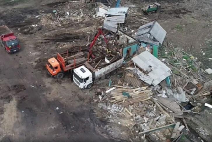 В Тулуне начали сносить признанные аварийными дома