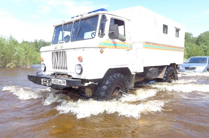 В Слюдянке спасли группу туристов с острова, отрезанного от суши из-за дождей