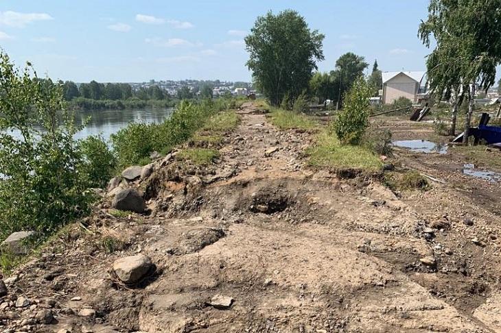 Власти Иркутской области заявили, что дамба на реке Ия не разрушена