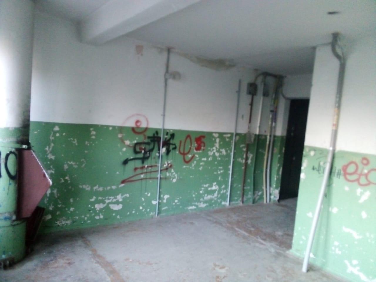 «В доме тараканы, муравьи и крысы»: В Уфе многоэтажка уже 25 лет стоит без ремонта