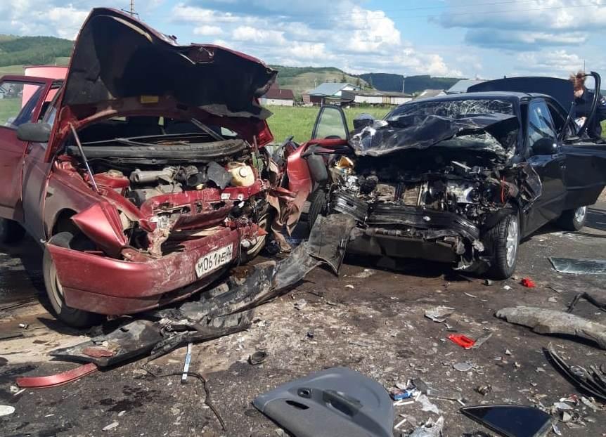 В Башкирии два человека погибли при лобовом столкновении автомобилей