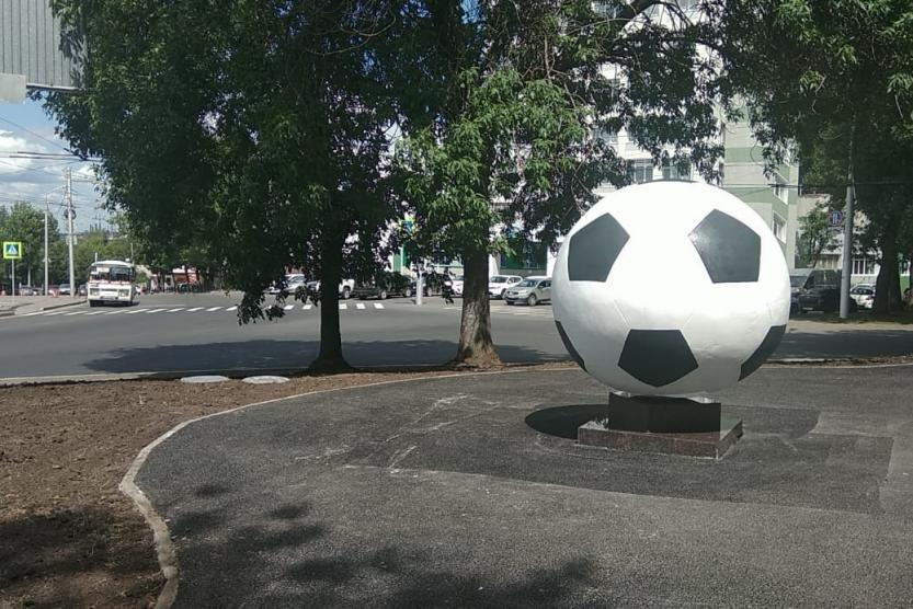 В Уфе установили футбольный арт-объект