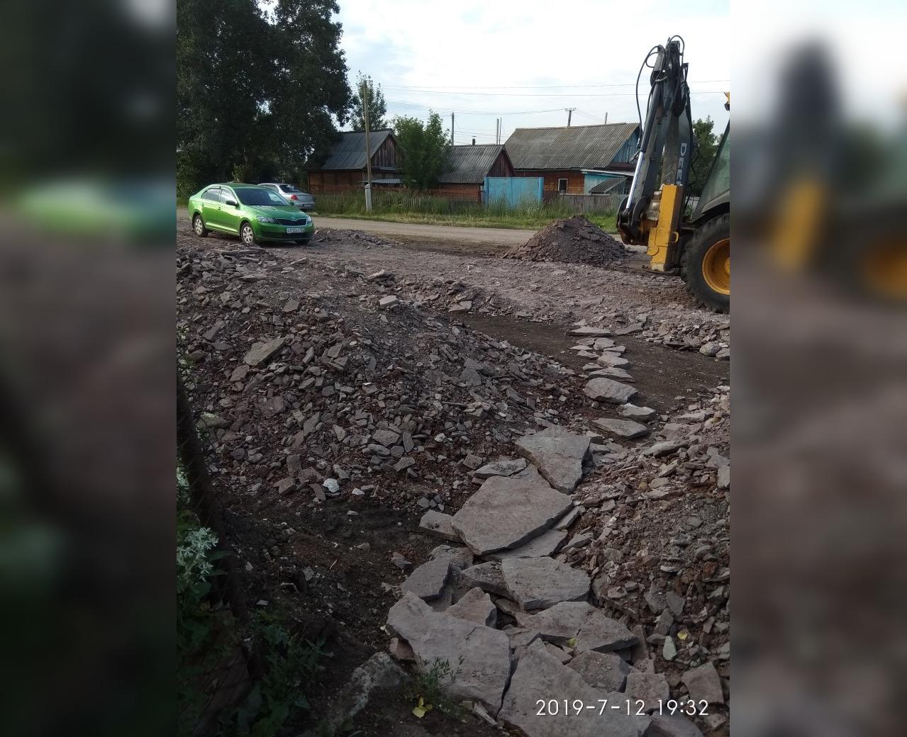 «Люди не могут подойти к своим домам»: В Башкирии коммунальщики бросили ремонт одной из дорог