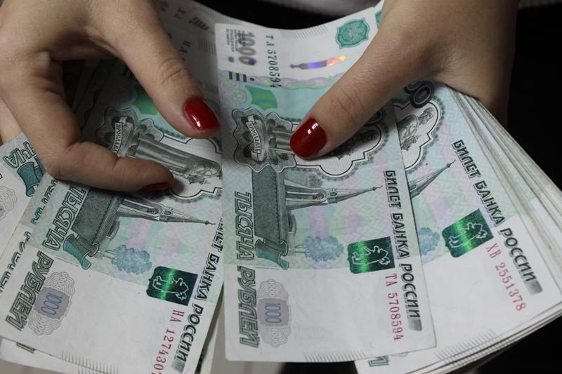 Как Луиза Хайруллина: В Москве кассир похитила из банка огромную сумму и скрылась