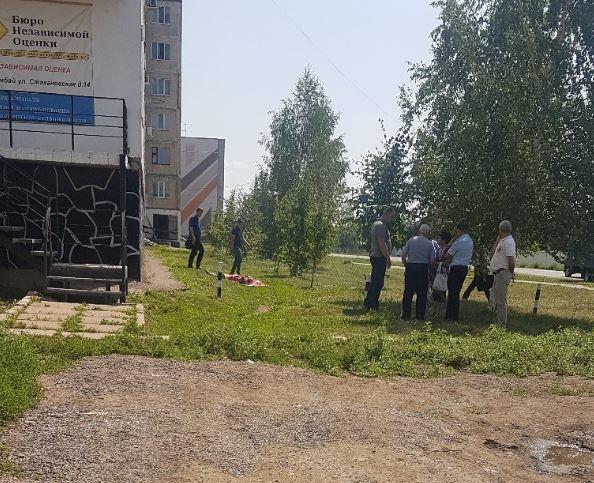 В Башкирии из окна девятиэтажного дома выпала женщина