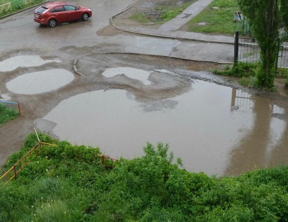 В Уфе из-за сильных дождей затопило одну из улиц