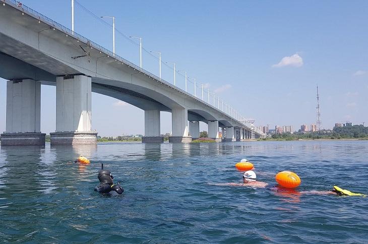 В Иркутске стартовал массовый заплыв в поддержку экс-мэра Ольхонского района Сергея Копылова