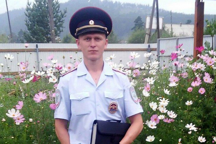 Полицейский из Шелехова помог травмированному туристу и его спутникам выбраться из тайги