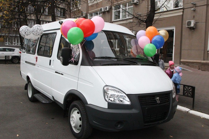 В Иркутской области шесть многодетных семей получат микроавтобусы