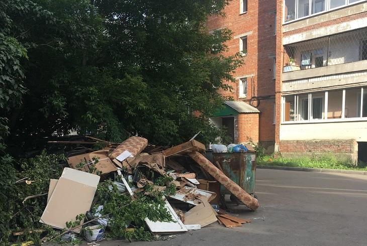 Иркутяне пожаловались на невывоз мусора с контейнерных площадок