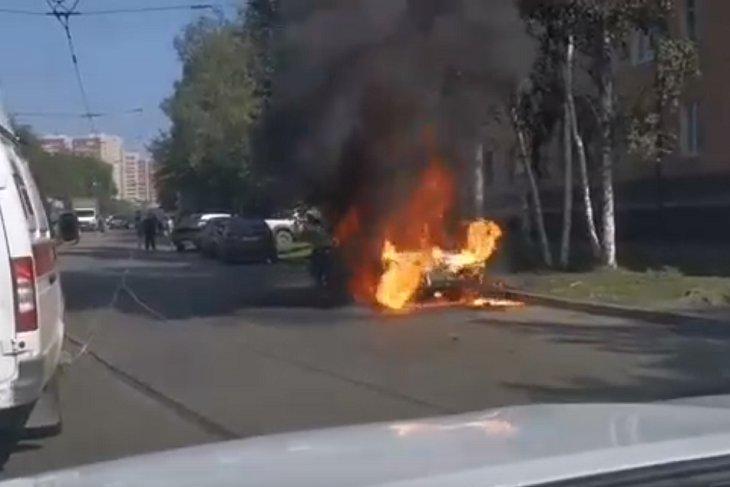 На улице Пискунова сгорел автомобиль