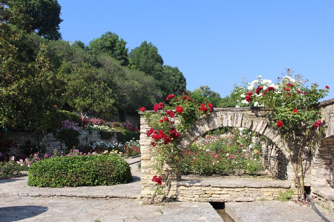 Памятник советскому солдату «Алеша», построенный Вангой храм и Фестиваль роз: Как доехать из Уфы в Болгарию и что посмотреть